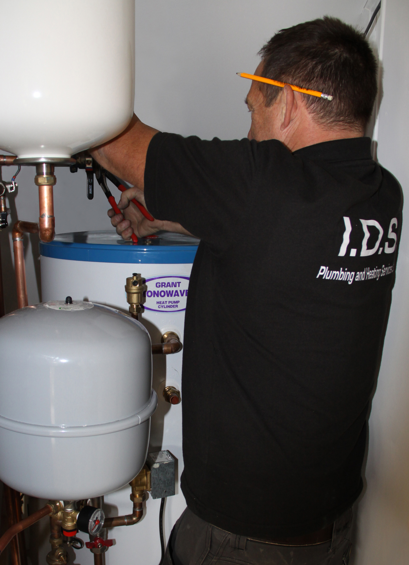 Observing a Grant Aerona³ heat pump installation, step by step